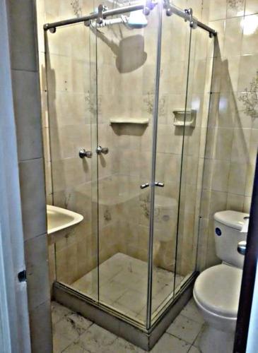 mantenimiento de divisiones de baño y ventaneria en aluminio