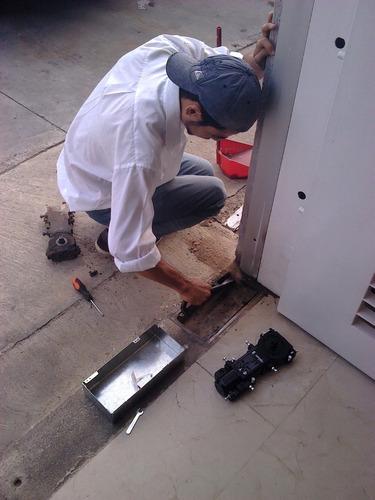 mantenimiento de puertas hidraulicas glassminium c.a