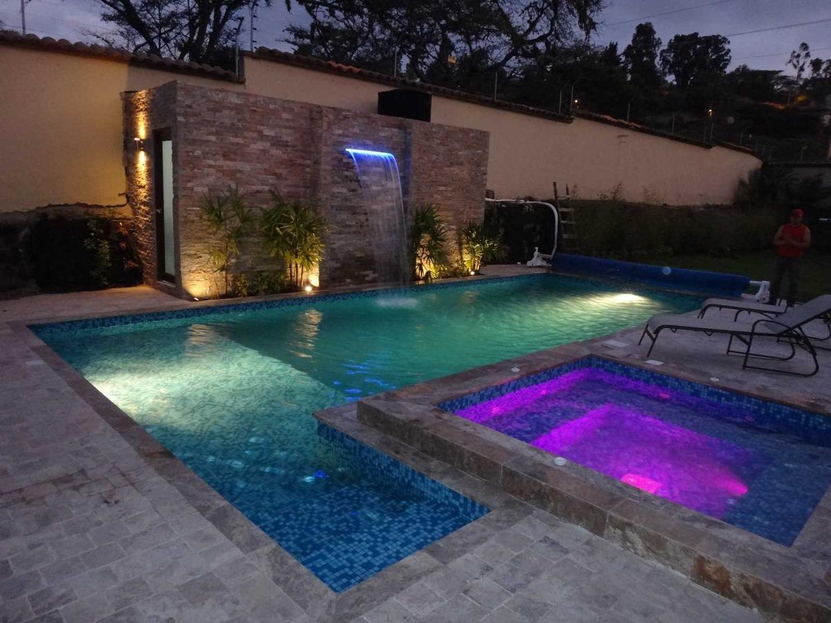 Mantenimiento y limpieza de piscinas en quito y valles for Precio mantenimiento piscina