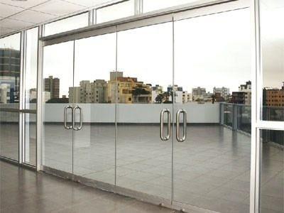 mantenimiento y reparación puertas de vidrio