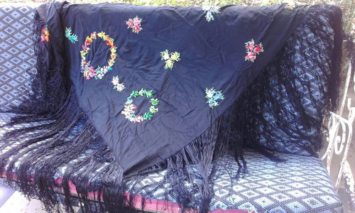 manton de manila 135x 135 mas 1 m de flecos. con pestaña