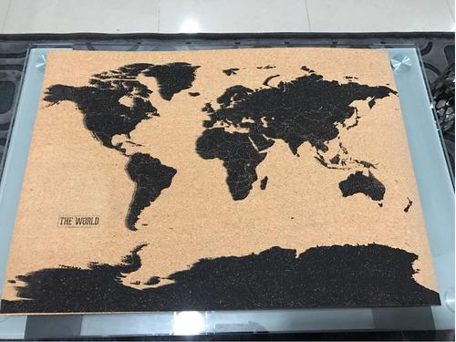 mapa de corcho con pins
