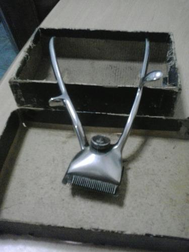 máquina antigua de cortar pelo. germany