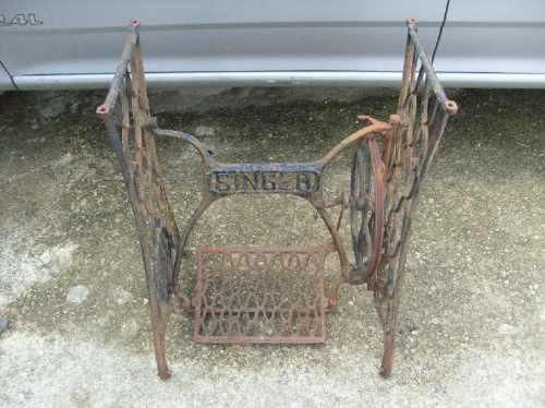 maquina  antigua de coser como mesa