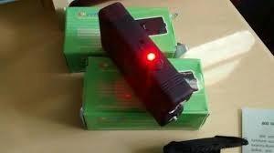 máquina aparelho de choque e lanterna defesa pessoal 20000kv