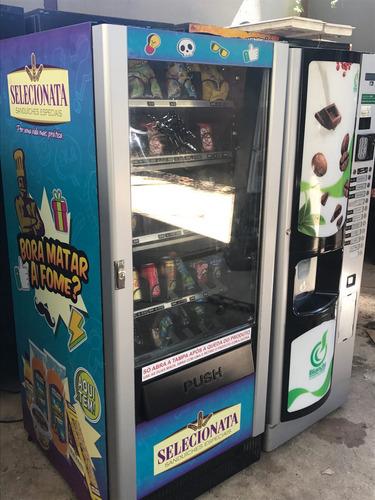 maquina automatica de cafe, bebidas geladas e salgadinhos.