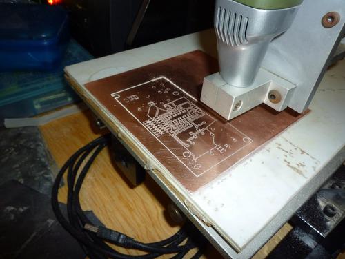 maquina cnc  chica para tarjetas pcb, corta y graba metal