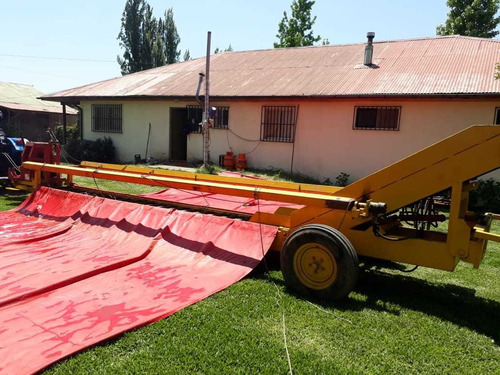 máquina cosechadora de ciruelas o nueces