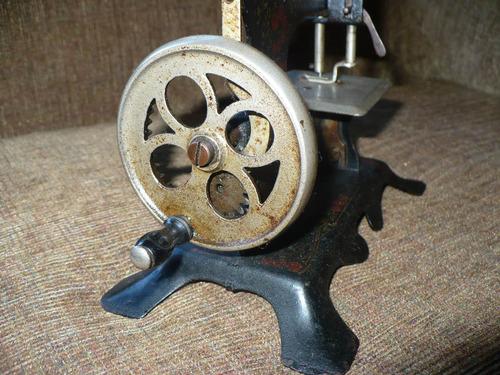 máquina coser antigua