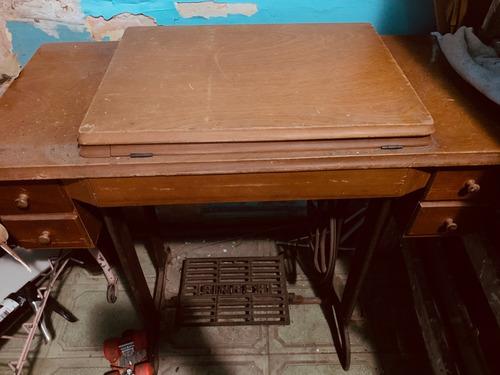 maquina coser de pie antigua