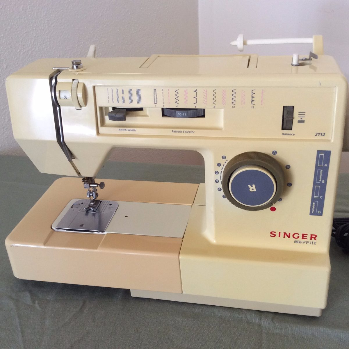 Maquina De Coser Singer Merritt Modelo 2112 Con Brazo