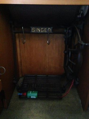 máquina costura antiga singer perfeito estado no gabinete