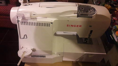 maquina de bordar singer futura ce 150