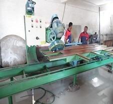 maquina de cortar granito com painel de controle automatica