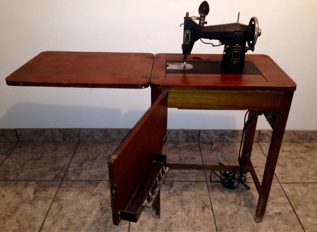 Maquina De Coser Antigua - $ 2,900.00 en Mercado Libre