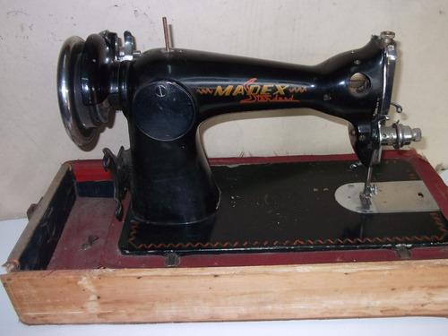 maquina de coser antigua. para repuesto o decoración.