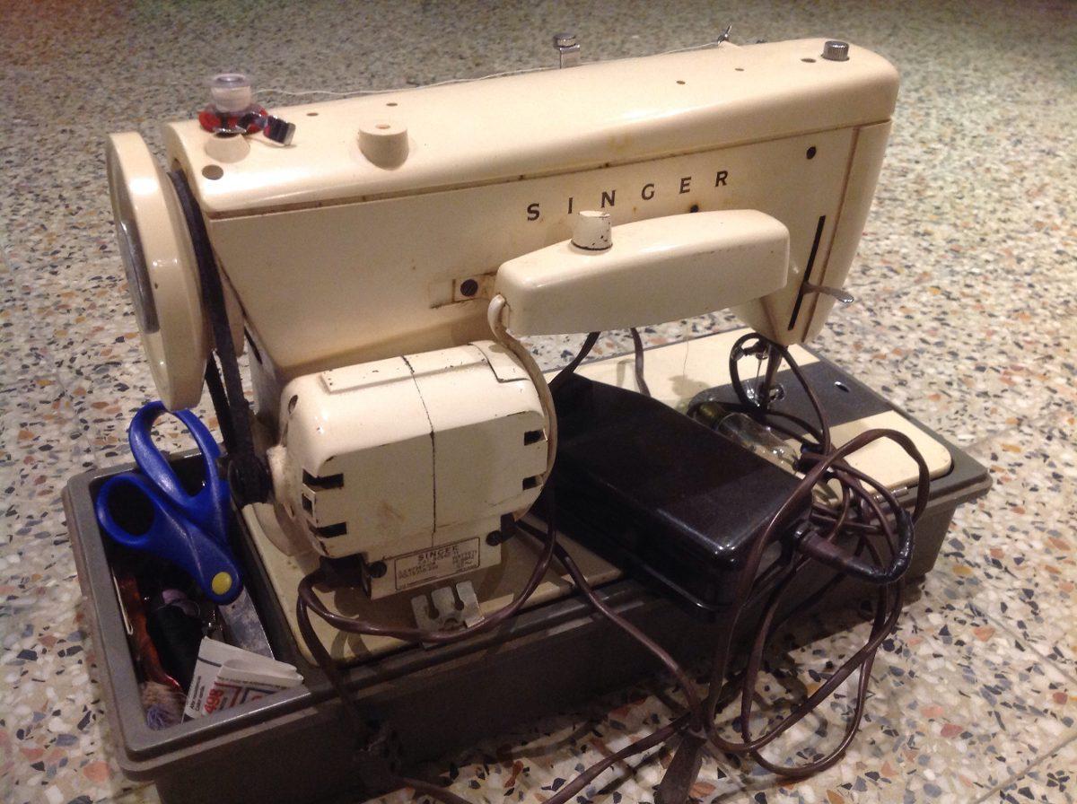 Maquina de coser el ctrica antigua con pedalera for Cambiar instalacion electrica antigua precio