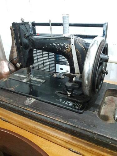 máquina de coser muy antigüo