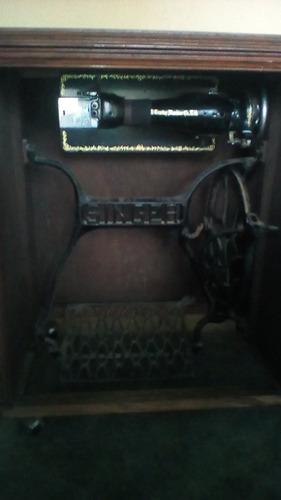 maquina de coser negrita