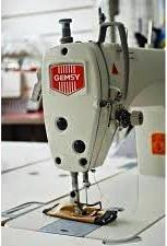 maquina de coser recta industrial gemsy con mesa y motor