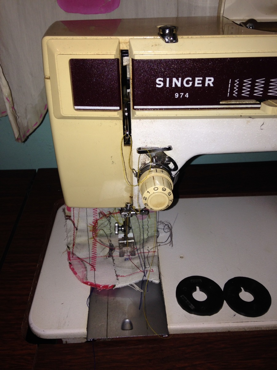 Maquina De Coser Singer 974 Facilita - $ 2,500.00 en