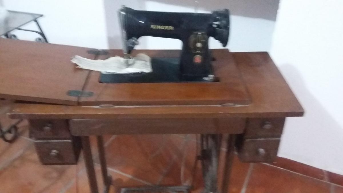 Maquina De Coser Singer Antigua Con Mueble - $ 1,700.00 en