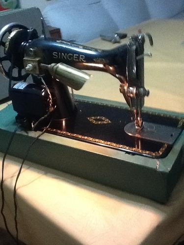 maquina de coser singer con luz, hilos de colores, aguja