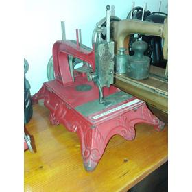 Maquina De Costura A Manivela Anos 1880 Peça De Museu