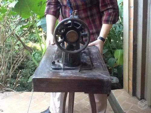 máquina de costura antiga para decoração