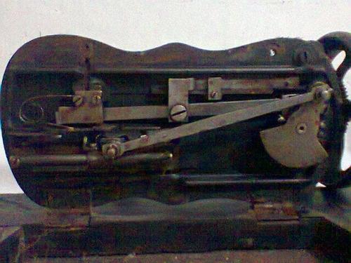 maquina de costura manual antiga