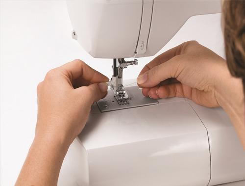 máquina de costura singer starlet 6660 220v promoção showmaq