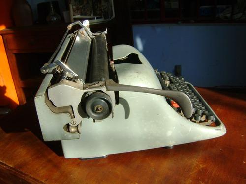 máquina de escrever antiga olivetti lexicon 80 funcionando