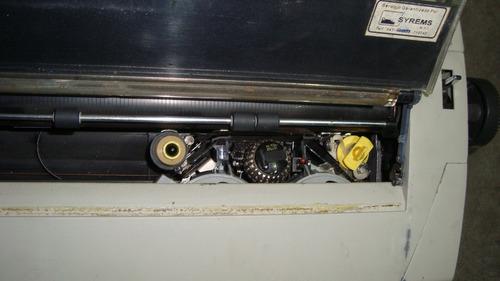 maquina de escribir eléctrica de la marca ibm