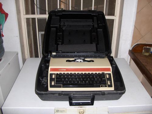 maquina de escribir electrica marca brother, mod 5513