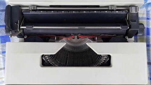 maquina de escribir /  olivetti