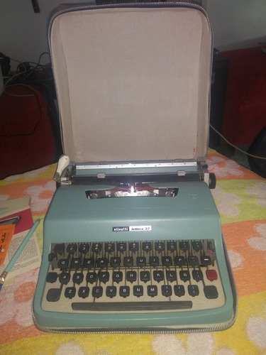 máquina de escribir olivetti lettera 32 italiana