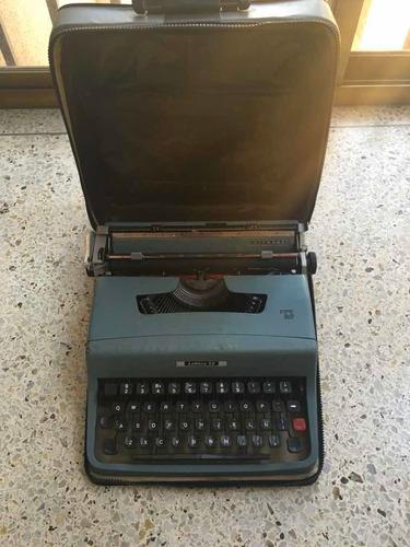 máquina de escribir olivetti modelo lettrera 32