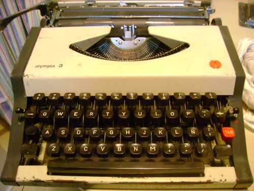 maquina de escribir  olympia 3 funciona