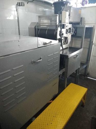 maquina de tortillas y batidora
