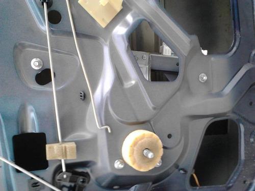 maquina de vidro manual t/ d/ logan 2011