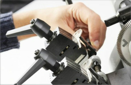 maquina duplicadora de llave keyline easy cerrajeria