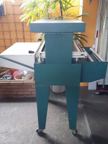 máquina encarteladora skin
