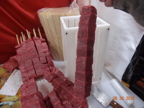 máquina espetinho profissional p/36 c/120 gr/ faca e furador
