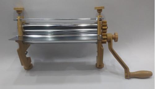 máquina laminadora de masa rodillos de 30cm. color marrón