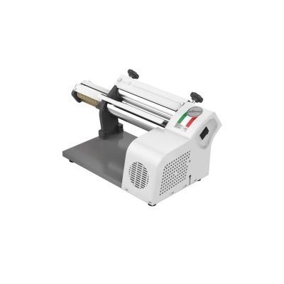máquina massa com cilindro