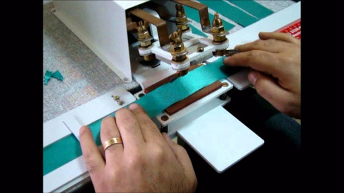 máquina para corte duplo de bico de gravata pet