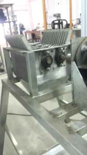 maquina trituradora de alimentos u otros.
