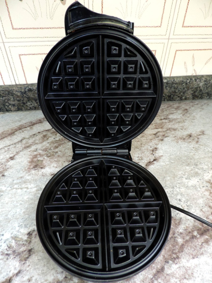 3ab7ea6d3 ... britânia golden waffle prata preto 127v. Carregando zoom... maquina  waffle waffle. Carregando zoom.