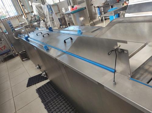 maquinário de uma fabrica de sorvete