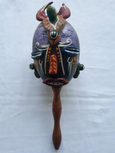 maraca con decorado de diablo tradicional - datemusica